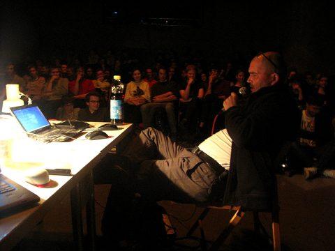 přednáška v experimentálním prostoru Nod/ROXY